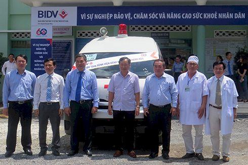 BIDV Khánh Hòa bàn giao xe cứu thương cho Bệnh viện Bệnh nhiệt đới tỉnh