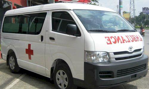 Ý nghĩa may mắn của chữ Ambulance viết ngược trên xe cứu thương