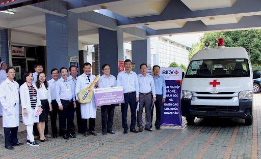 BIDV tặng xe cứu thương cho 46 bệnh viện tuyến TW, tỉnh