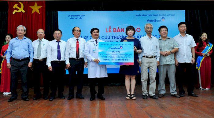 VietinBank trao xe ô tô cứu thương cho Bệnh viện Ung bướu TP.HCM