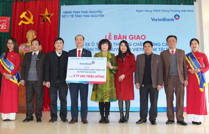 VietinBank bàn giao 4 xe ô tô cứu thương cho tỉnh Thái Nguyên
