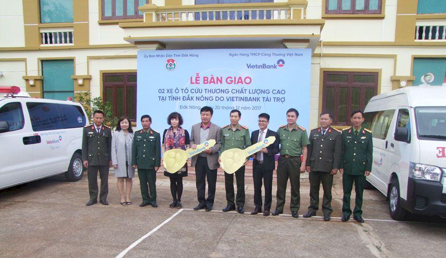 Vietinbank bàn giao 2 xe ô tô cứu thương chất lượng cao cho tỉnh Đắk Nông